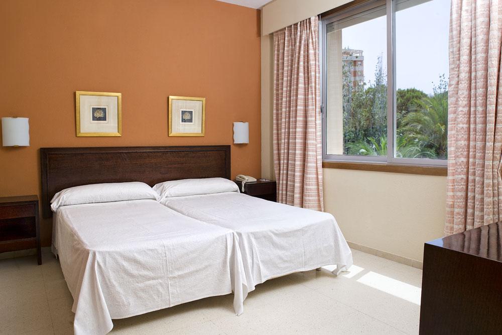 Habitaci n familiar edificio 1 hotel complejo san juan for Habitacion familiar en alquiler
